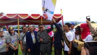 Kejurnas Paralayang Pertama Tahun 2015 di Sumatera Barat diadakan di Kabupaten Lima Puluh Kota