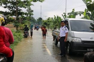 Curah Hujan meningkat mengakibatkan di sebagian titik di wilayah Kabupaten Lima Puluh Kota dilanda banjir